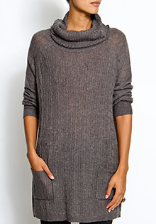 Twin pockets sweater