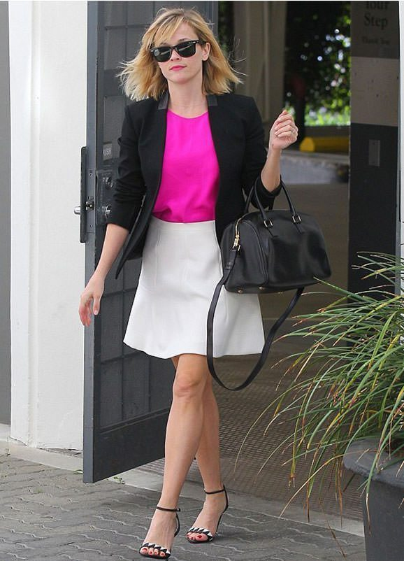 Reese Witherspoon pink top outfit