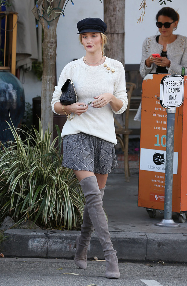 Celebrities-Wearing-Stuart-Weitzman-Over--Knee-Boots