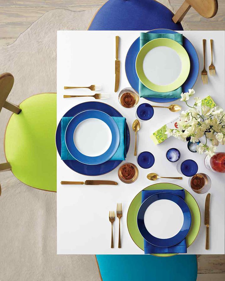 Mujo Bold and unconventional easter tablescape